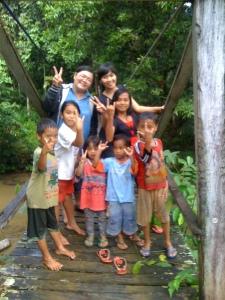 Foto-foto di atas sungai sama anak-anak-very memorable